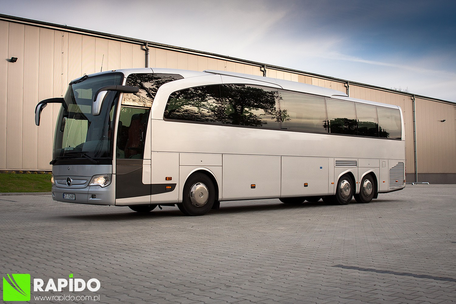 Rapido bus coach luxury touring coach solaris vacanza for Mercedes benz touring coach